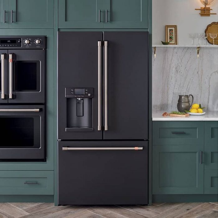 Cafe CYE22TP3MD1 Smart Counter-Depth French-Door Refrigerator Matte black